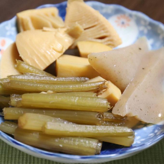 祖母(おばあ)が作った、タケノコとコンニャクとフキの煮物