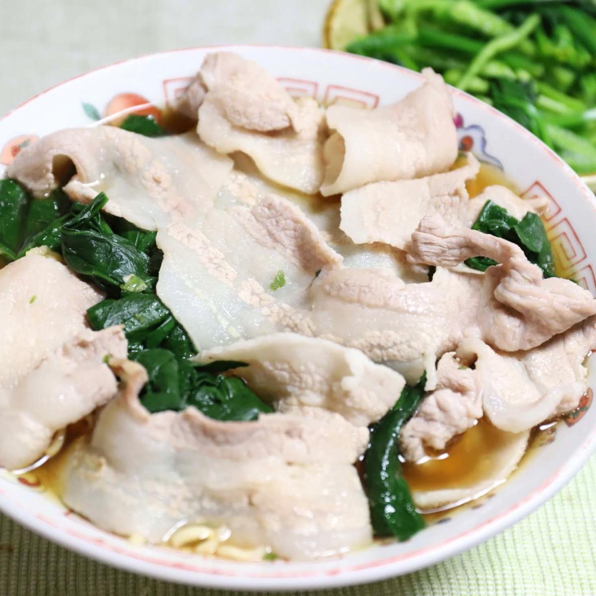 豚バラ肉をトッピングしたサッポロ一番みそラーメン