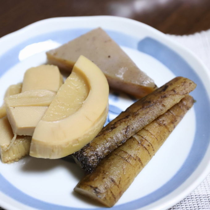 祖母(おばあ)が作ったゴボウとタケノコとコンニャクの煮物