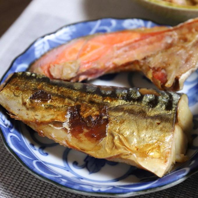 焼いた塩サバと鮭のカマ