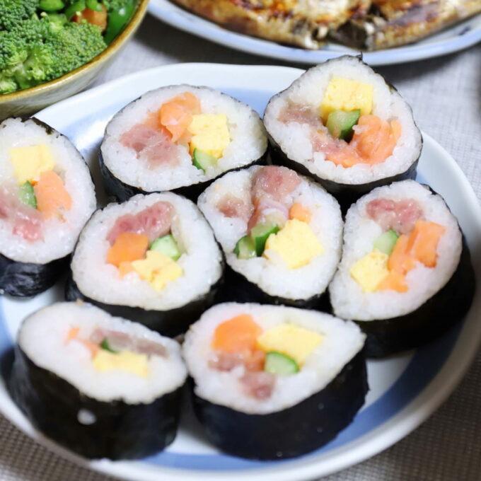 恵方巻きを一口サイズに切った巻き寿司