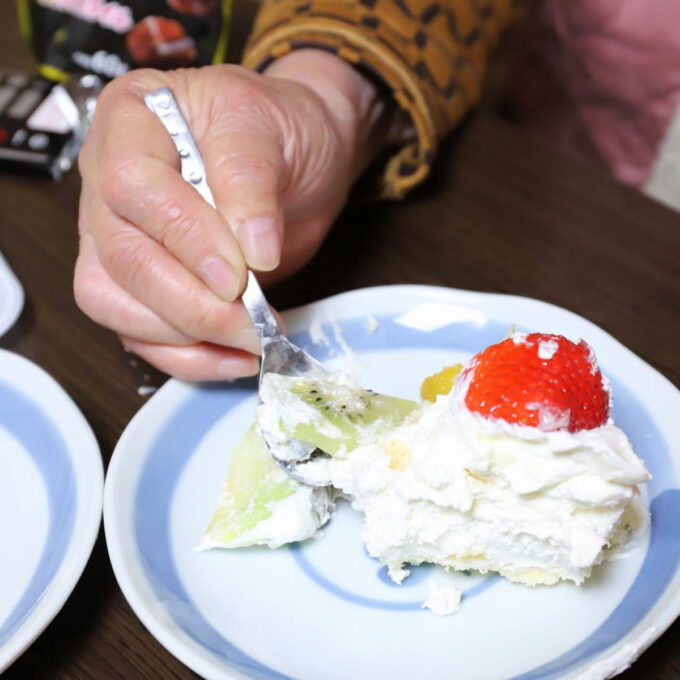 バレンタインデーに切り分けたケーキ