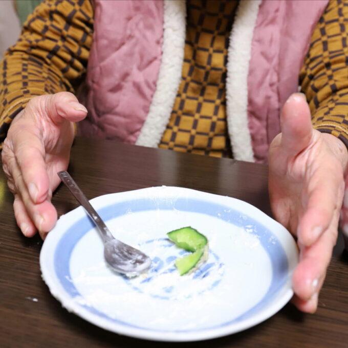 ケーキを食べ終えた後の皿
