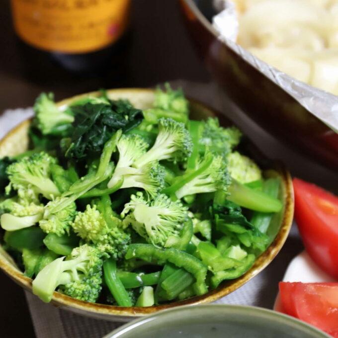 生ブロッコリーとピーマンとほうれん草のサラダ