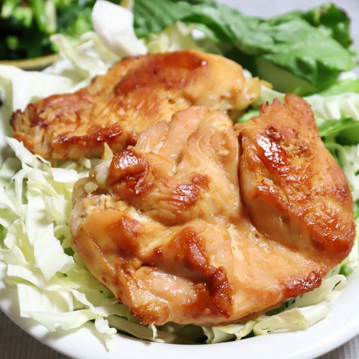 祖母(おばあ)が作った、焼いた鶏肉(チキンソテー)