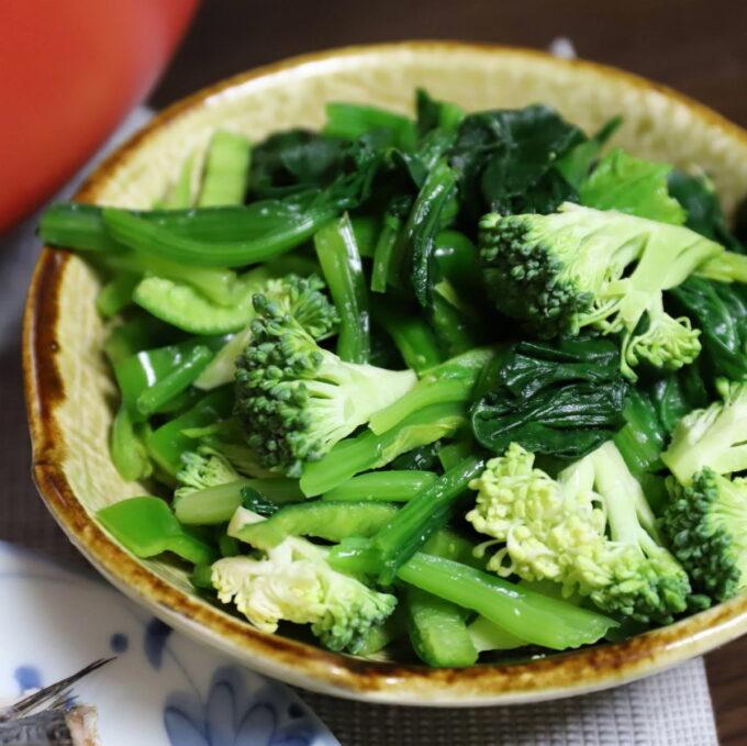 生ブロッコリーとピーマン、茹でほうれん草のサラダ