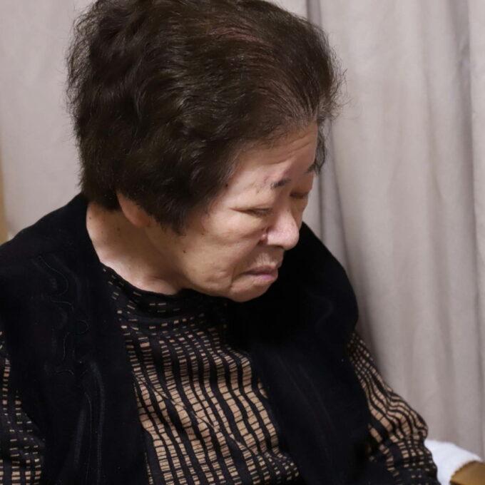食後に座ったまま眠っている祖母(おばあ)
