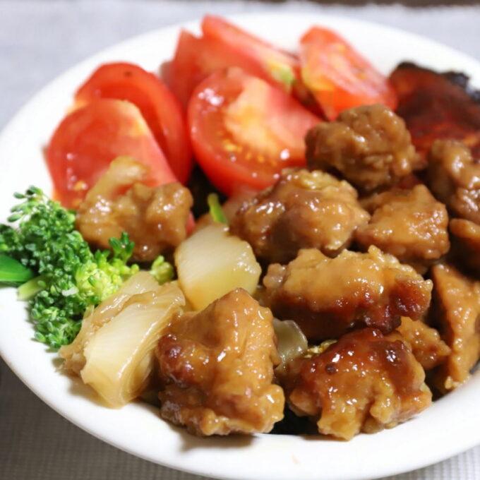 祖母(おばあ)が作った酢豚ならぬ酢鶏と野菜のワンプレート