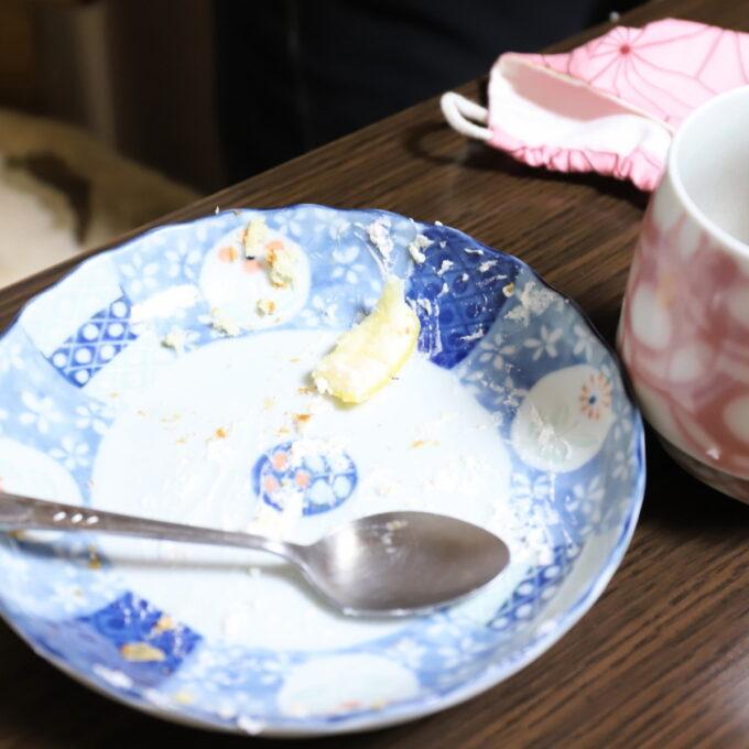 祖母(おばあ)が誕生日ケーキを食べ終えたあとの皿