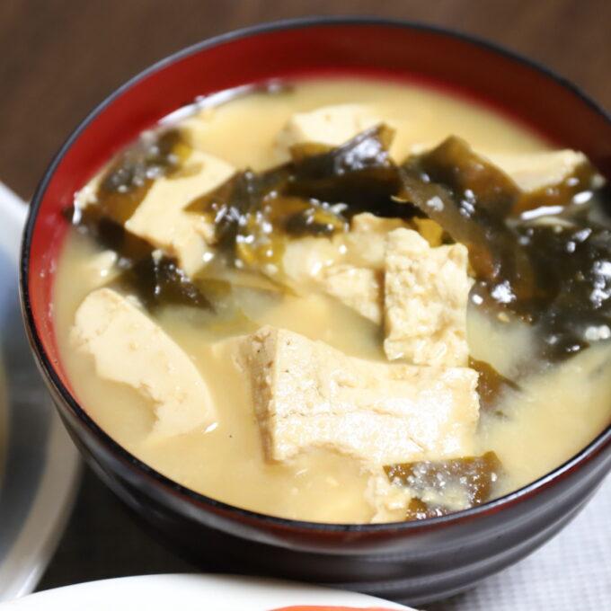 祖母が作った豆腐とワカメの味噌汁