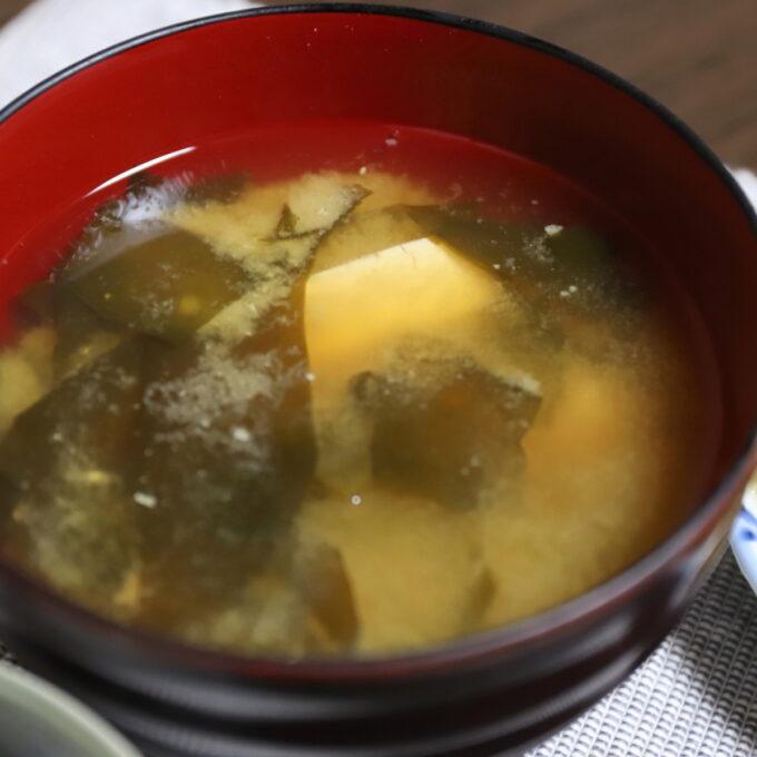 祖母・おばあが作った豆腐とワカメの味噌汁