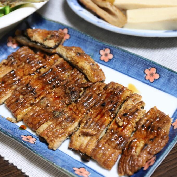 鰻の蒲焼にそっくりなうな次郎にタレと山椒を振りかけたもの