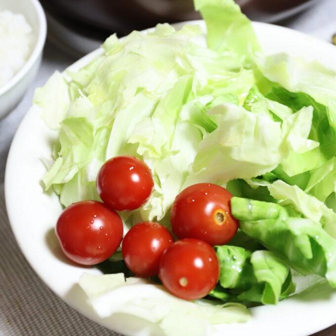 祖母が作った野菜サラダ