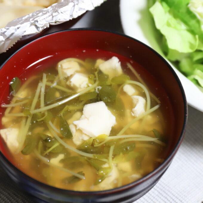 豆腐と豆苗の味噌汁
